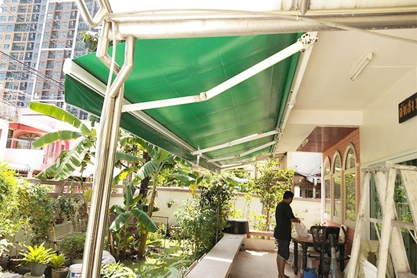 127-retractable-awnings7049DD54-F4C3-7CCE-6D9F-5E3319C81399.jpg