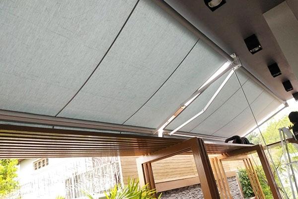 146-retractable-awnings11EDC86F-AB22-458B-DA8B-233018AF73B3.jpg