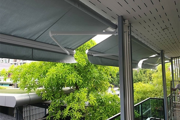 24-retractable-awnings53605009-BE80-52AF-89EE-8618FD494E15.jpg