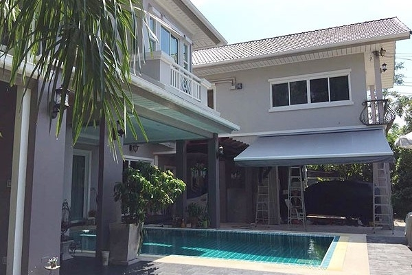 32-retractable-awnings31BE0550-0BE4-79AA-51A8-449642771B39.jpg