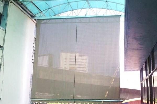 18-vertical-drop-awningsA0719197-F790-44C1-6008-A127591E0BA8.jpg