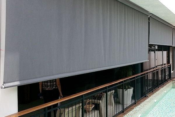 28-vertical-drop-awnings8CD80C3F-095E-1BFC-67BD-70091015AC89.jpg