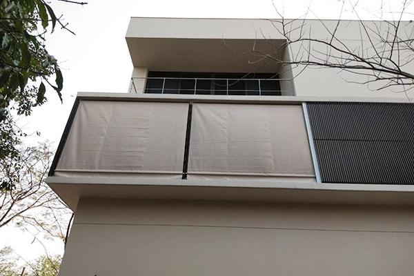 39-vertical-drop-awnings41BC0546-640C-395A-78FC-4554986E8954.jpg