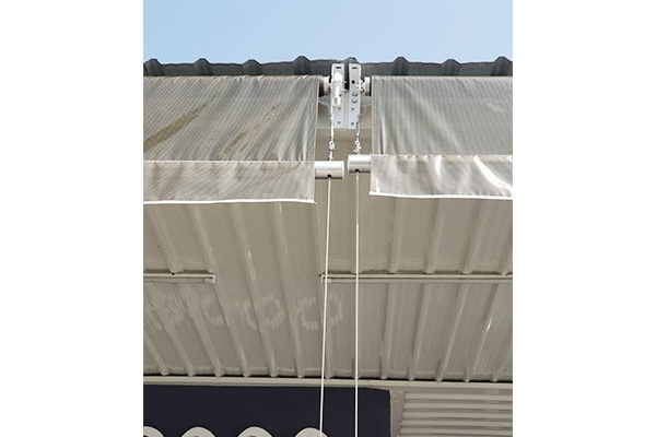 42-vertical-drop-awnings6EFF83BA-B8B3-1CD8-964E-3F517AC69AFA.jpg