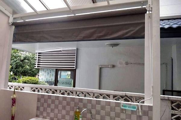 60-vertical-drop-awnings3BE0441A-4D45-2882-4948-A60A3C030FF2.jpg
