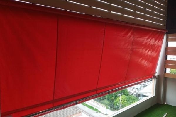67-vertical-drop-awnings1C547FD2-4181-6C6A-05DE-1F7F7603440E.jpg