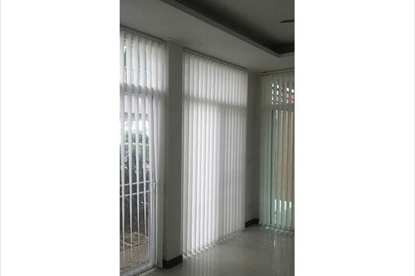 01-vertical-blinds950F2BEC-4B91-5755-0285-FACBC5ABA59F.jpg