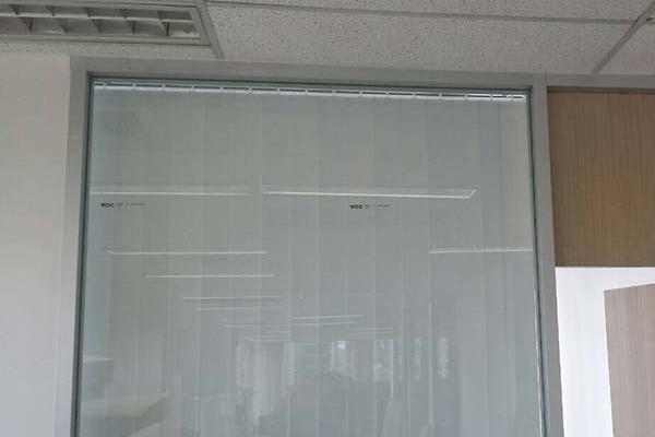 03-vertical-blinds549D7CAD-9312-CAAA-C6B9-10129DB1F50C.jpg