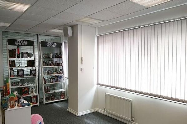 12-vertical-blinds98899AEC-B8EC-B285-45B6-2ED010B33F89.jpg