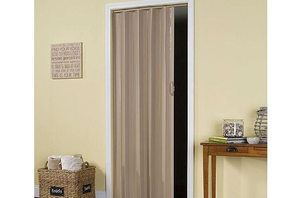 11-pvc-folding-doorD249EE92-8480-7B36-5C22-82037A7392A9.jpg