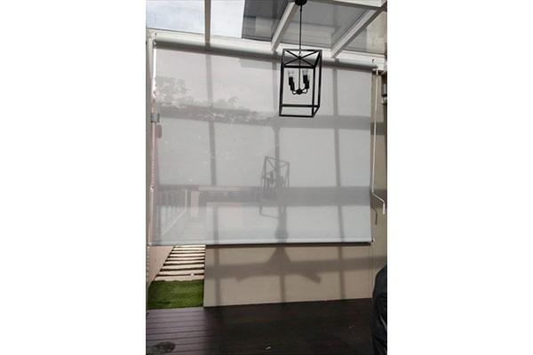 02-outdoor-roller-blinds78E37268-DF12-C36E-20F4-3011F5F4D1CE.jpg
