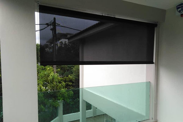 05-outdoor-roller-blinds1420DD27-7E37-C6E5-0C47-6C44579C1659.jpg